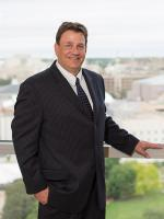 Mark Kmiecik, Davis Kuelthau Law Firm, Milwaukee, Corporate Law Attorney